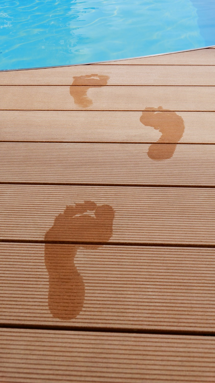 bodenprofile aus reish lsen von salamander als idealer untergrund f r terrasse und poolbereich. Black Bedroom Furniture Sets. Home Design Ideas