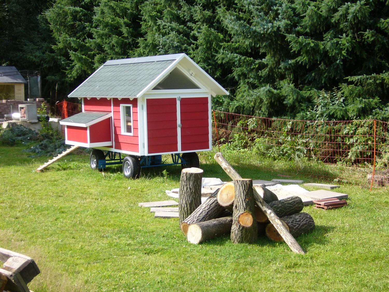mobiles h hnerhaus von h hnerhaus mobil sorgt f r gl ckliche h hner. Black Bedroom Furniture Sets. Home Design Ideas