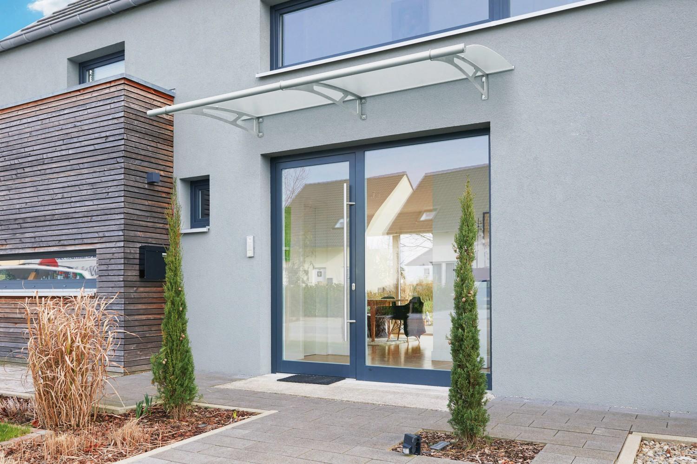 mit einem vordach von gutta gut gesch tzt vor wind und wetter bild 1. Black Bedroom Furniture Sets. Home Design Ideas