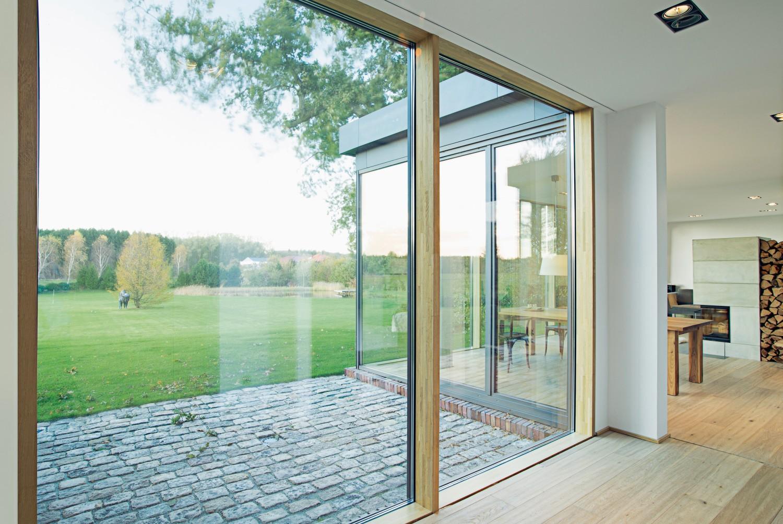 bodentiefe fenster von unilux den wohnraum optisch um den au enbereich erweitern. Black Bedroom Furniture Sets. Home Design Ideas