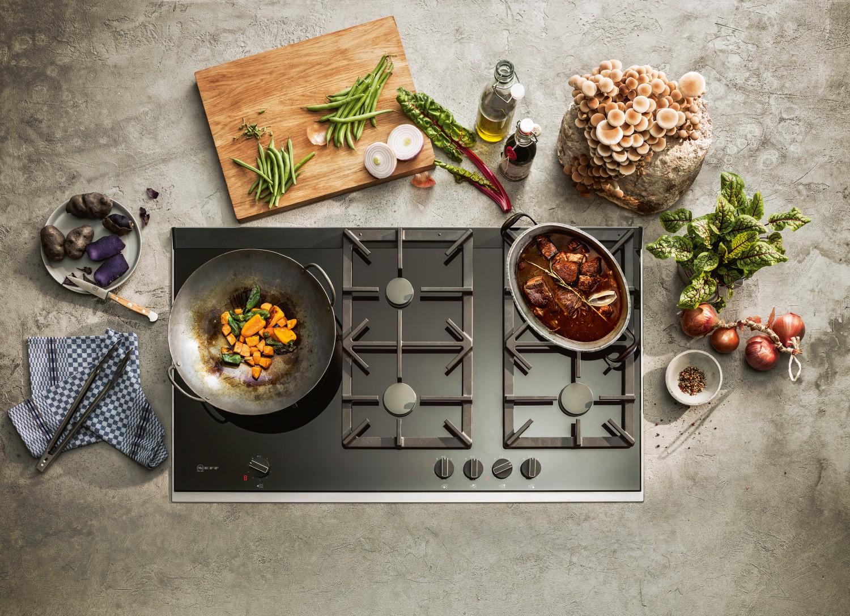 Rund ums Haus Effektives und angenehmes Kocherlebnis mit den neuen Gaskochfeldern und Dunstabzügen von NEFF - News, Bild 1