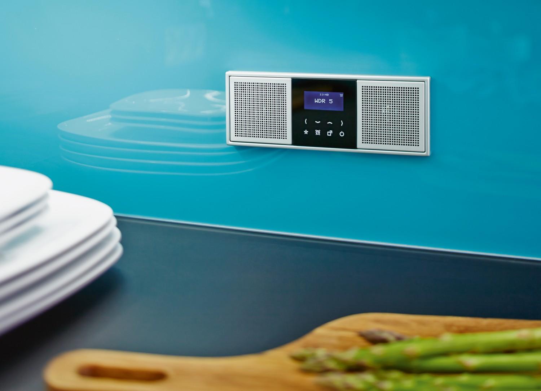 f r stheten radio verschwindet wie ein lichtschalter flach in der wand. Black Bedroom Furniture Sets. Home Design Ideas