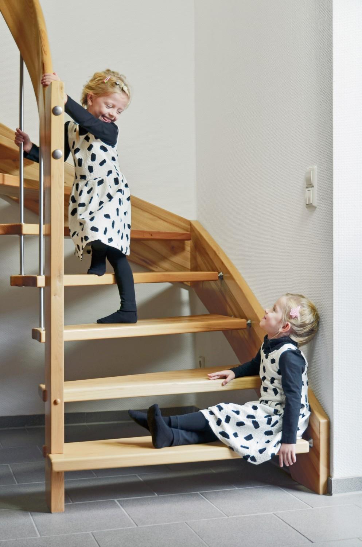sicher treppen laufen dank unsichtbarer treppenfolie bild 1. Black Bedroom Furniture Sets. Home Design Ideas