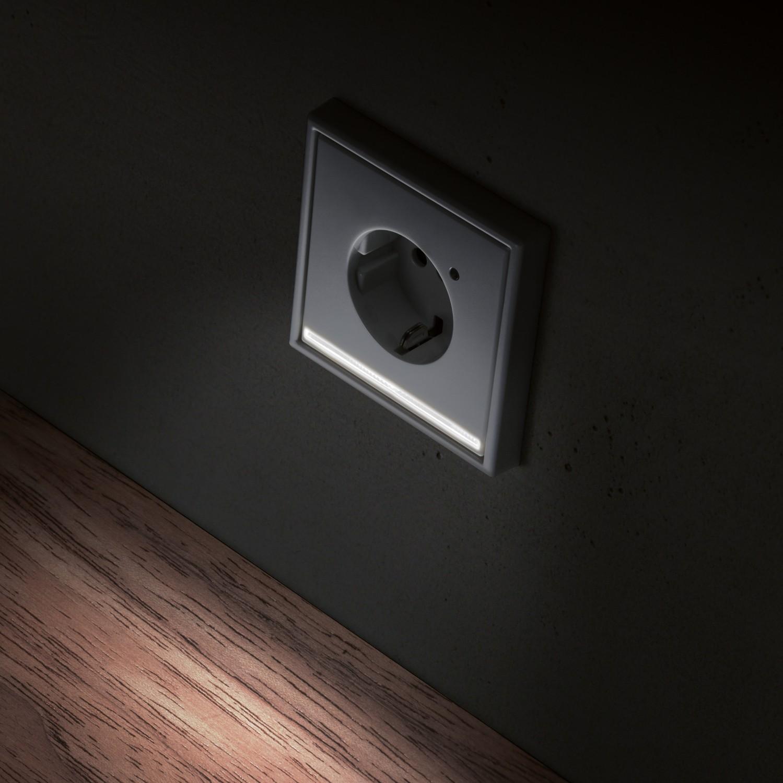 sicherheit im dunkeln led steckdose von jung f r bessere. Black Bedroom Furniture Sets. Home Design Ideas