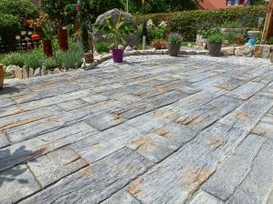 garten-markante-terrassenplatten-in-bahnschwellenoptik-von-rimini-baustoffe-als-besonderer-hingucker-11311.jpg
