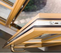 rund-ums-haus-fensterputz-die-richtige-pflege-fuer-holzfenster-grafit-fuer-die-profilzylinder-20561.jpg