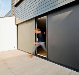 rund-ums-haus-mit-innovativem-sonnenschutz-slidefix-flexibel-das-wohlbefinden-steigern-14372.jpg