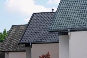 rund-ums-haus-mit-metalldachplatten-ist-das-haus-auch-bei-schlechtem-wetter-sicher-13862.jpg