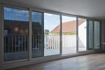 rund-ums-haus-sonnenschutz-wird-immer-wichtiger-flexibler-schutz-von-renson-sorgt-fuer-mehr-wohnkomfort-14254.jpg