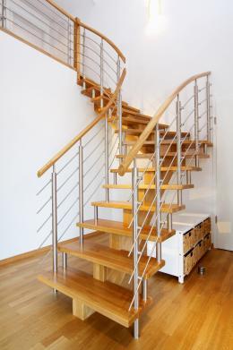 stabila-rund-ums-haus-praktisch-und-schoen-eine-individuelle-treppe-von-streger-11480.jpg