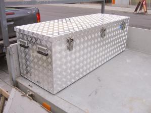 zubehoer-rostfrei-und-robust-aluminium-transportkisten-aus-riffelblech-von-alutec-sorgen-fuer-sicheren-transport-11995.jpg