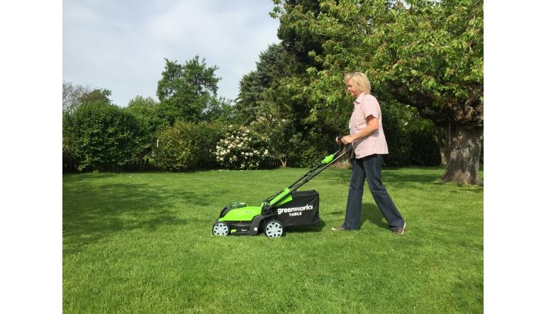 Arbeitsschutz Mulchen und Fangen mit dem neuen 2-in-1 40V Akku-Rasenmäher von Greenworks - News, Bild 1