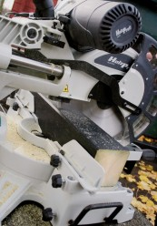 Kapp- und Gehrungssägen Netzbetrieb Holzprofi austria SRO305 im Test, Bild 1