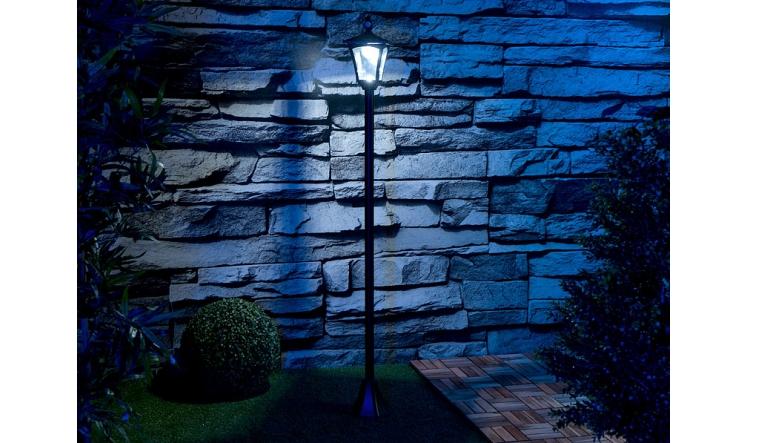 Garten-Beleuchtung Royal Gardineer Solar-LED-Gartenlaterne NX-67 69 im Test, Bild 1